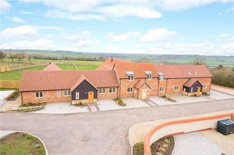 5 Bedrooms Terraced Bungalow for sale in Manor Farm Barns, Lower Pollicott, Aylesbury, Buckinghamshire