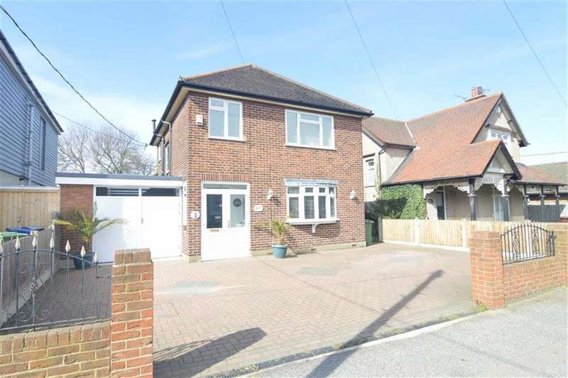 3 Bedrooms Detached House for sale in Corringham Road, Stanford-le-hope, Essex