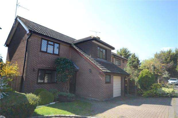 4 Bedrooms Detached House for sale in Culloden Way, Wokingham, Berkshire