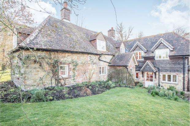 4 Bedrooms Detached House for sale in Midhurst, West Sussex, Uk