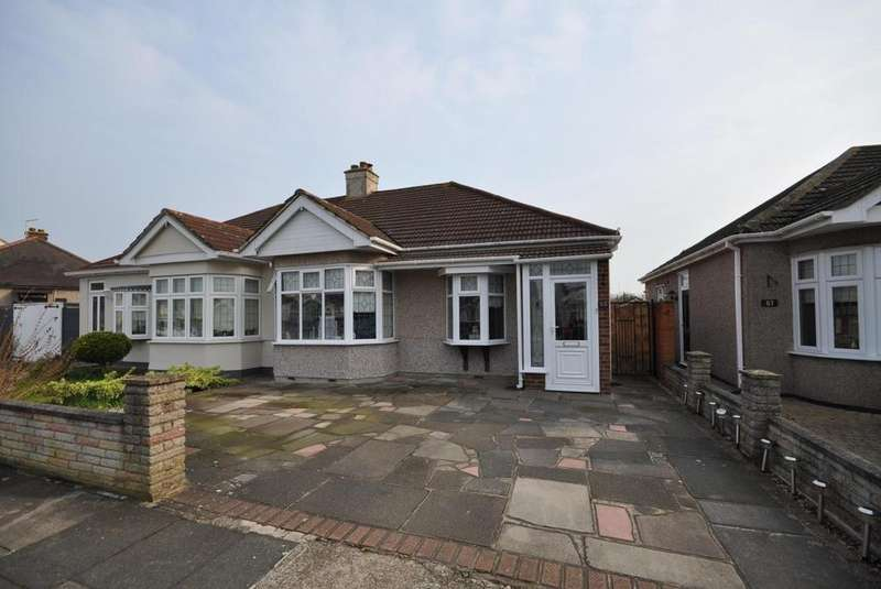 2 Bedrooms Semi Detached Bungalow for sale in Kent Drive, Hornchurch, Essex, RM12