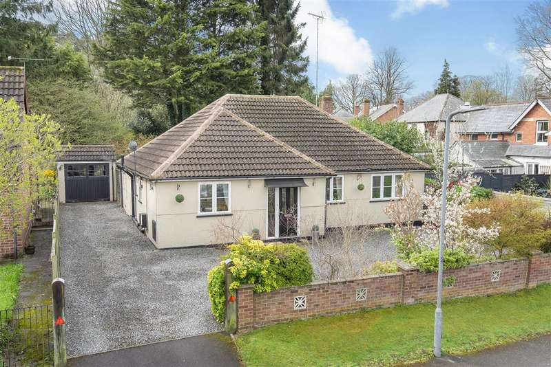 3 Bedrooms Bungalow for sale in Pinehill Road, Crowthorne