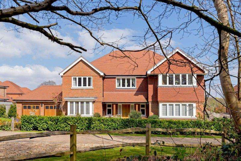 5 Bedrooms Detached House for sale in Bracken Lane, Cranleigh