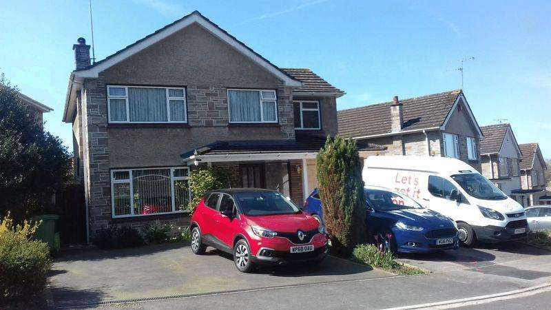 4 Bedrooms Detached House for sale in Woodlands Rise, Downend