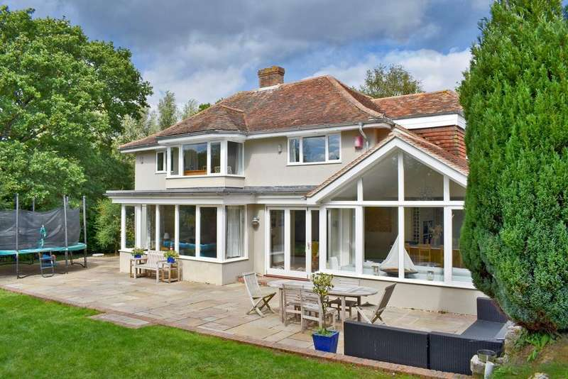 4 Bedrooms Detached House for sale in South Baddesley Road, Lymington, SO41