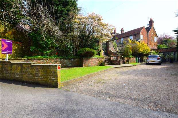 5 Bedrooms End Of Terrace House for sale in High Beech House, Battle Road, St Leonards On Sea, TN37 7BS