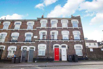 4 Bedrooms Terraced House for sale in Liverpool Road, Luton, Bedfordshire, .