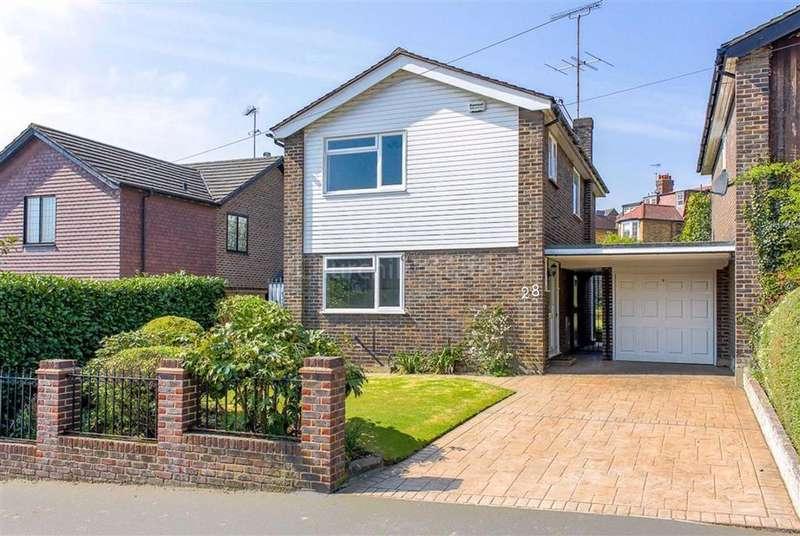 3 Bedrooms Detached House for sale in Roebuck Lane, Buckhurst Hill, Essex