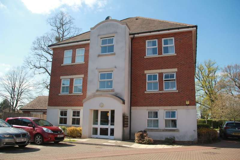2 Bedrooms Flat for sale in Tobermory Close, Slough, SL3