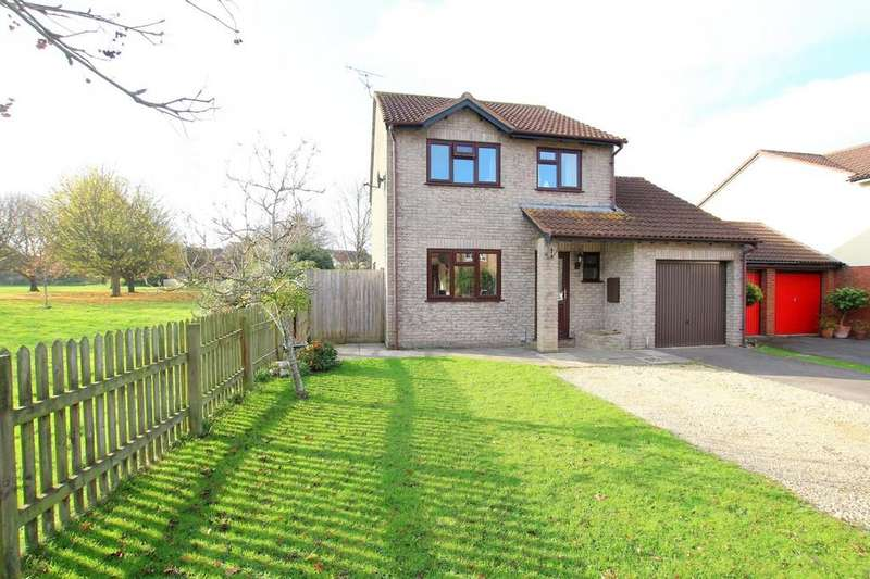 3 Bedrooms Detached House for sale in Off street parking and integral garage