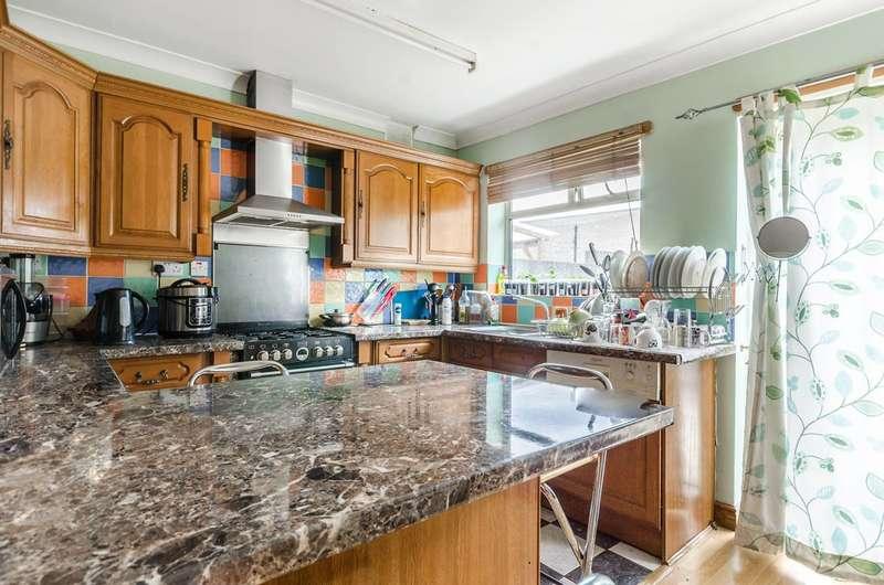 4 Bedrooms Bungalow for sale in New Heston Road, TW5, Heston, TW5