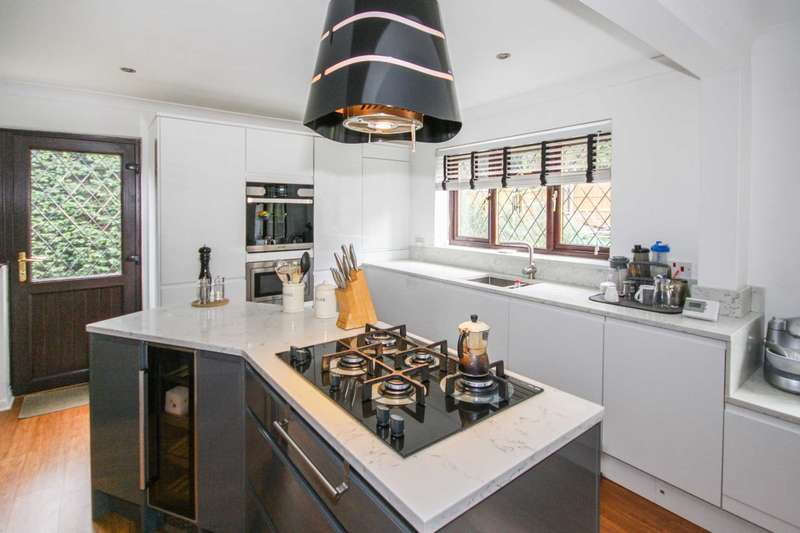 4 Bedrooms Detached House for sale in Paget Drive, Billericay
