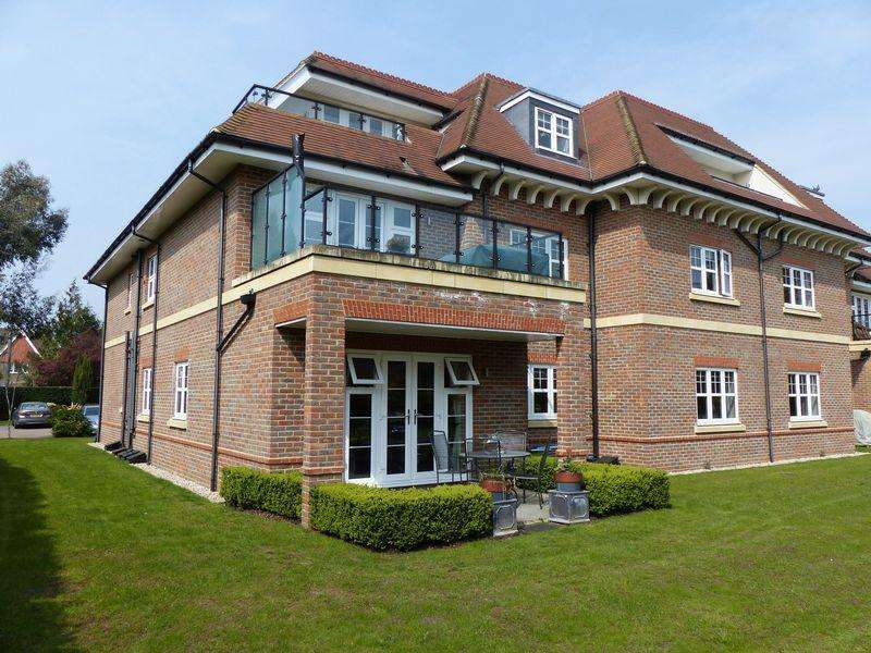 2 Bedrooms Apartment Flat for sale in Maidenhead - Shoppenhangers Road