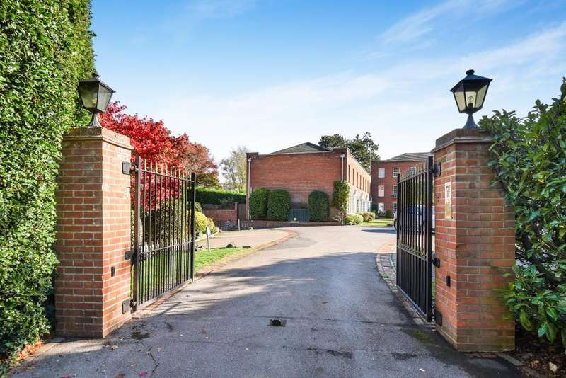 2 Bedrooms Flat for sale in Cheniston Court, Sunningdale, SL5