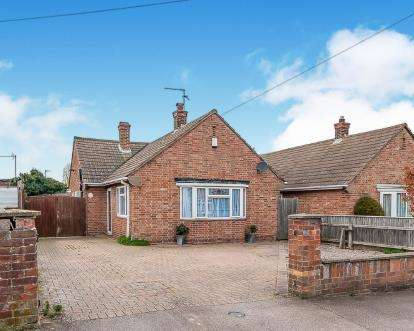 2 Bedrooms Bungalow for sale in Ivy Grove, Peterborough, Cambridgeshire