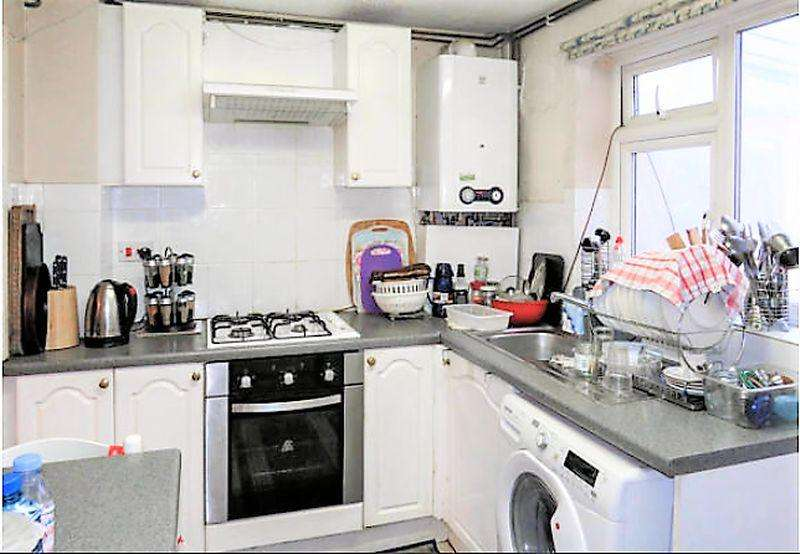 2 Bedrooms End Of Terrace House for sale in Freehold Property On Brussels Way, Luton