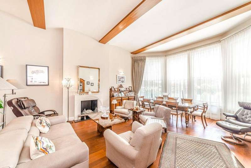 4 Bedrooms Apartment Flat for sale in Princess Park Manor, Royal Drive N11 3FN