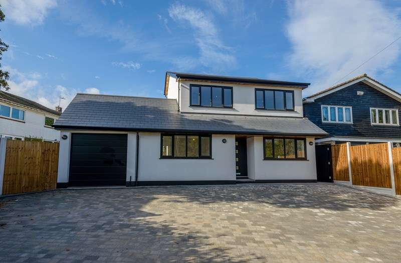 4 Bedrooms Detached House for sale in Folly Lane - Hockley