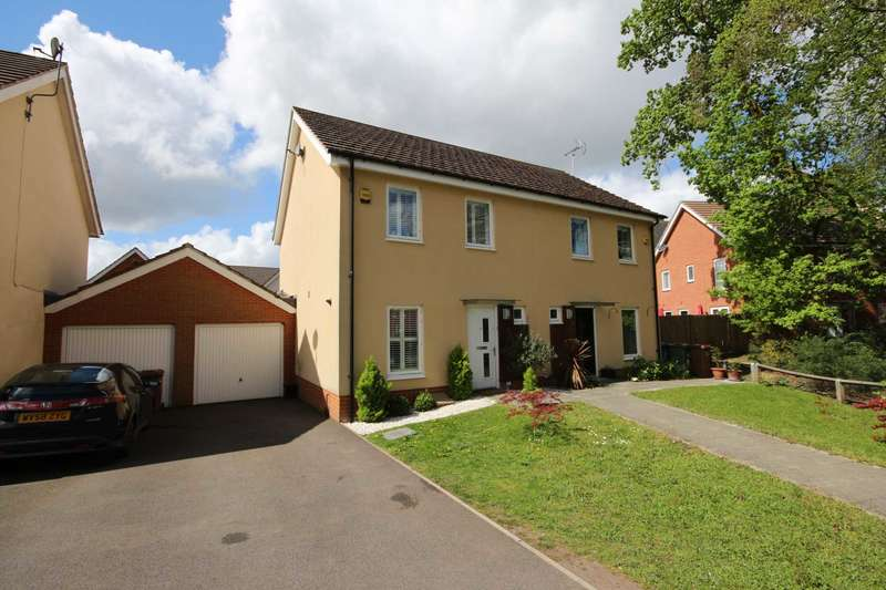 3 Bedrooms Semi Detached House for sale in Lysander Drive, Bracknell