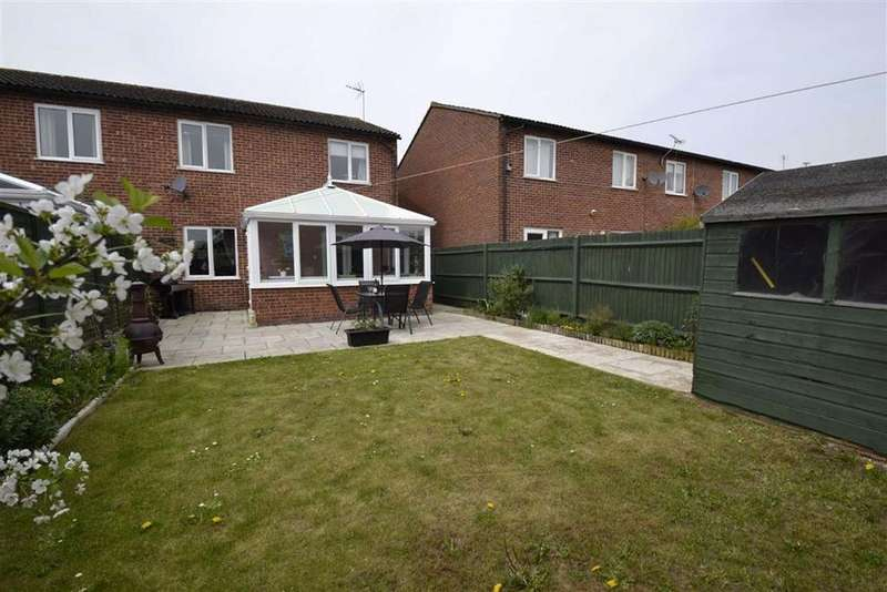 3 Bedrooms Semi Detached House for sale in Ennerdale Way, Thatcham, Berkshire, RG19
