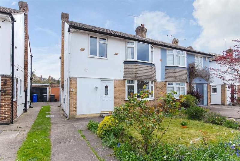 3 Bedrooms Semi Detached House for sale in Carter Close, Windsor