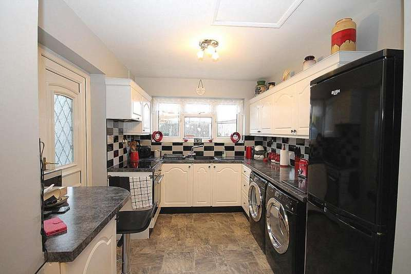 3 Bedrooms Terraced House for sale in Castle Close, Crook