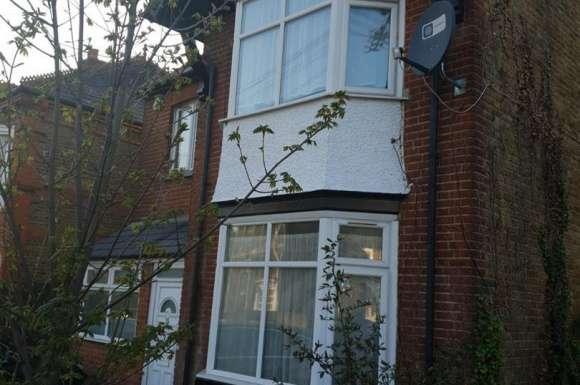 4 Bedrooms Semi Detached House for rent in Uxbridge Road, Slough
