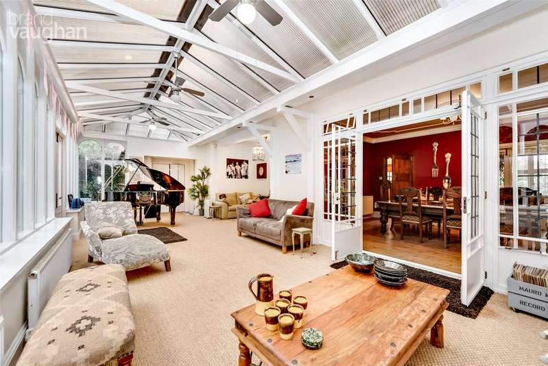 5 Bedrooms Detached House for sale in Radinden Manor Road, Hove, BN3