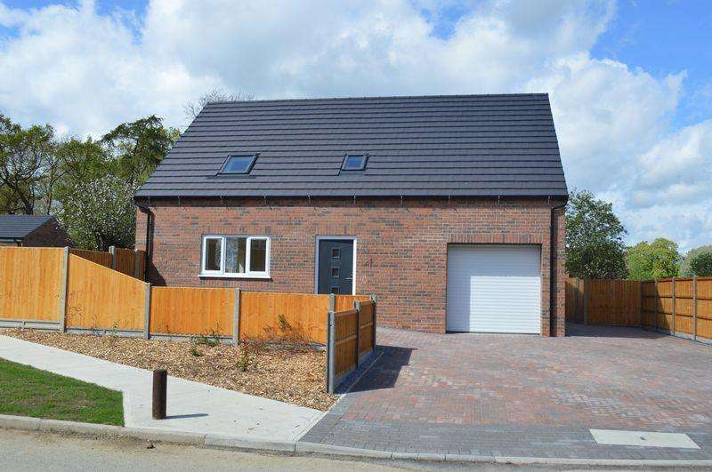 4 Bedrooms Bungalow for sale in Nettleton Drive, Witham St Hughs