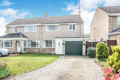 3 Bedrooms Semi Detached House for sale in The Hornbeams, Kempston, Bedford, Bedfordshire