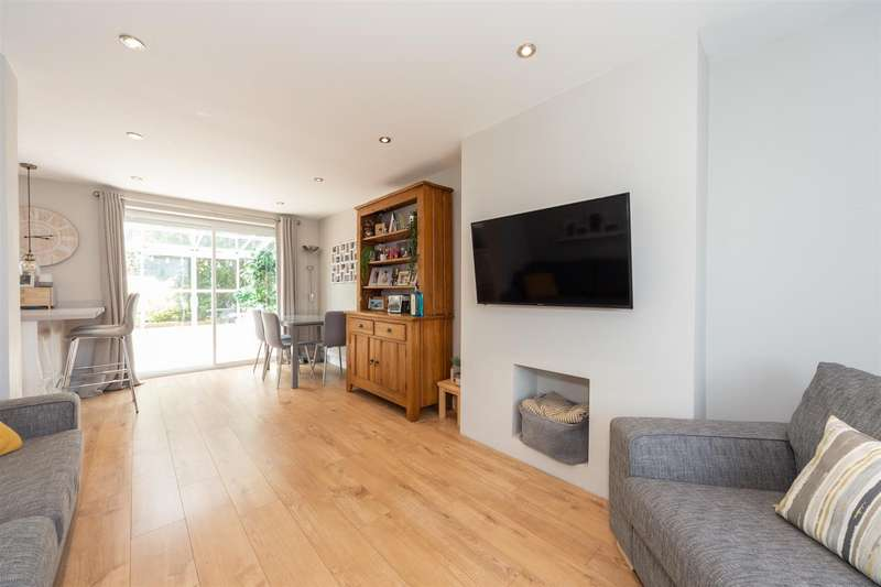 3 Bedrooms Semi Detached House for sale in Ulverston Road, Dunstable, Bedfordshire