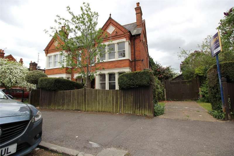 4 Bedrooms Semi Detached House for sale in Holmes Road, Reading, Berkshire, RG6
