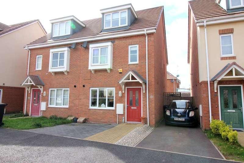 3 Bedrooms Semi Detached House for sale in Verde Close, Luton, Bedfordshire, LU2 7FL