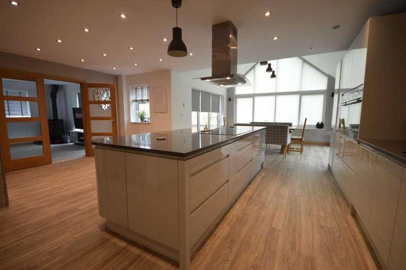 4 Bedrooms Detached House for sale in Fakenham Road, Taverham
