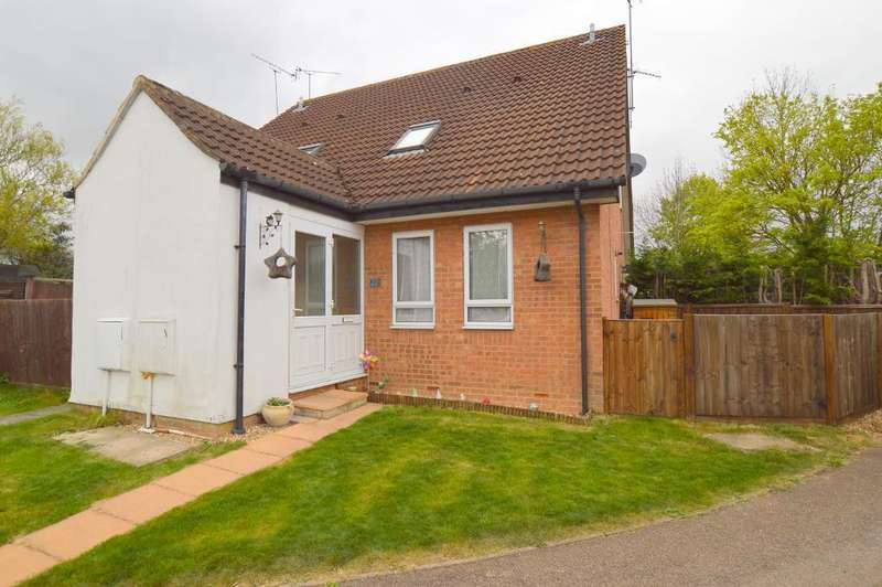 1 Bedroom Cluster House for sale in Shingle Close, Barton Hills, Luton, Bedfordshire, LU3 4AR