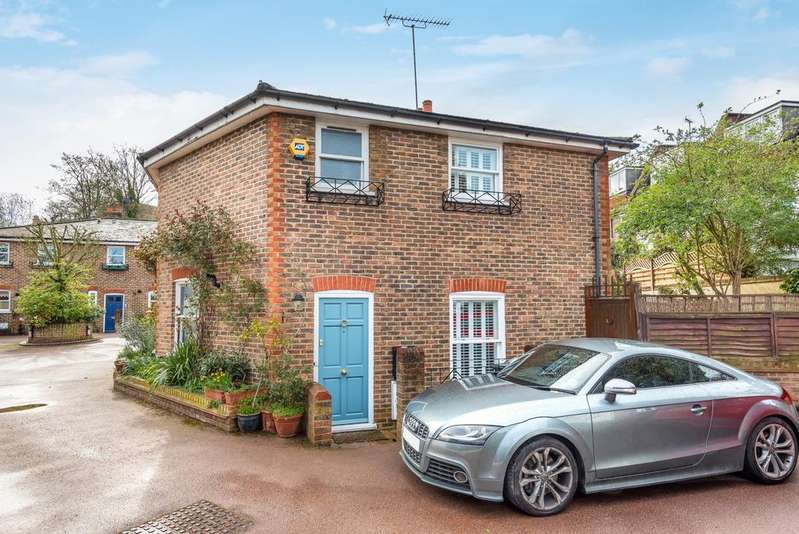 2 Bedrooms Cottage House for sale in Cable Place London SE10