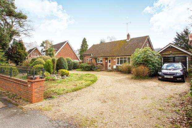 3 Bedrooms Bungalow for sale in Lightwater, Surrey, United Kingdom