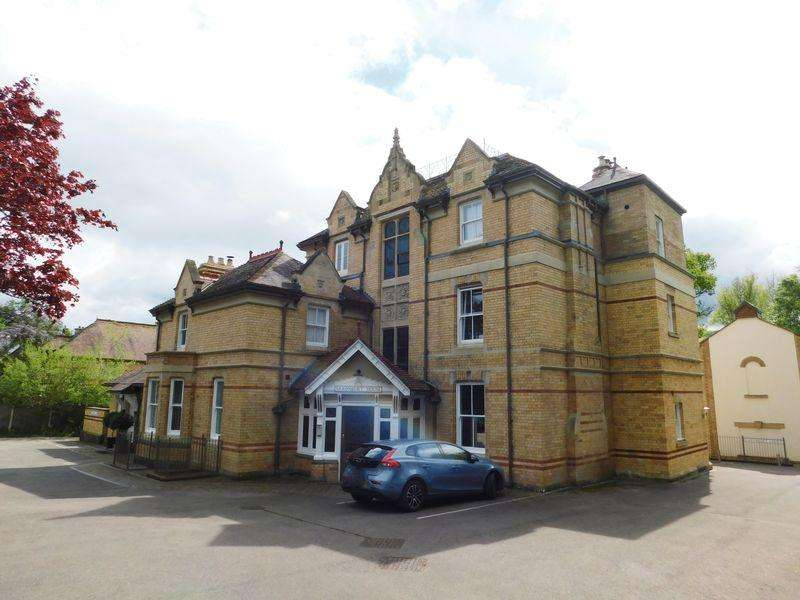 2 Bedrooms Apartment Flat for sale in Lansdown Road, Abergavenny