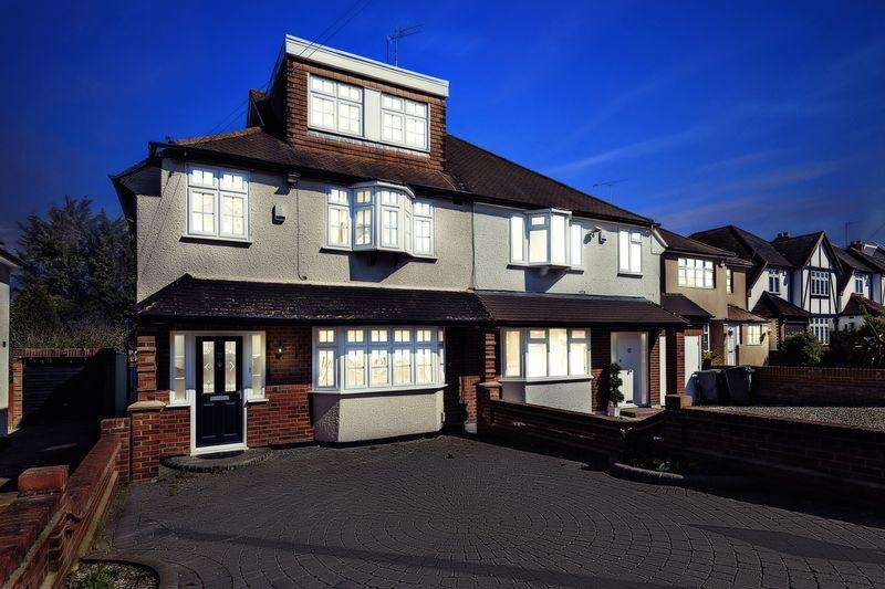 4 Bedrooms Semi Detached House for rent in Lechmere Avenue, Chigwell IG7