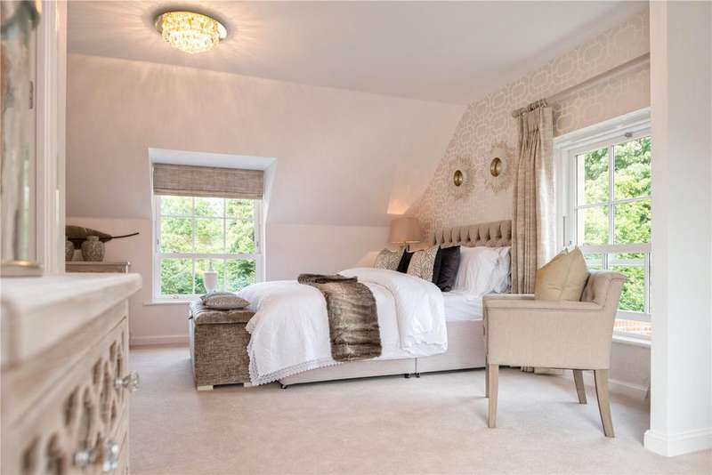 5 Bedrooms Detached House for sale in The Henrietta, 18 Austin Drive, Winchester Village, Hampshire, SO22