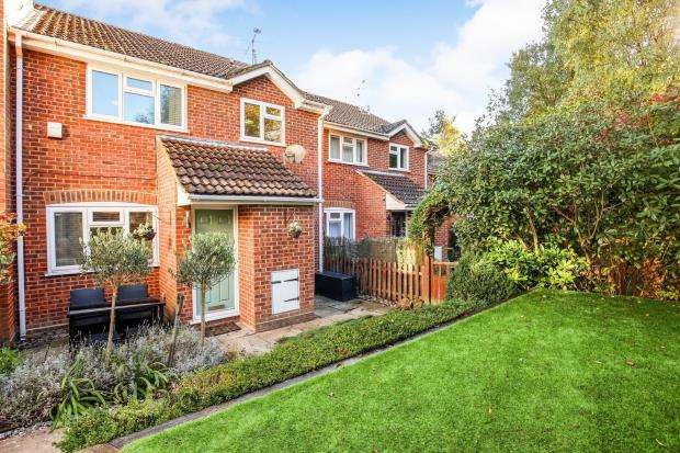 2 Bedrooms Terraced House for sale in Bagshot, Surrey