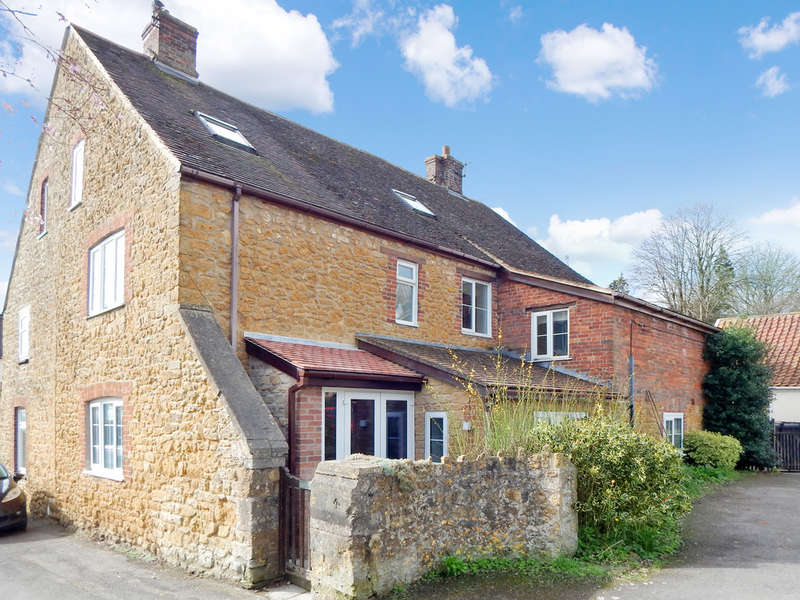 4 Bedrooms End Of Terrace House for sale in Florida Street, Castle Cary