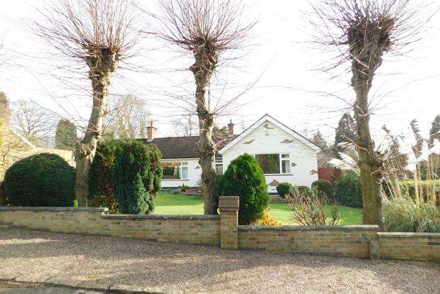 3 Bedrooms Detached Bungalow for sale in Forest Drive, Kirby Muxloe, Leicester, LE9