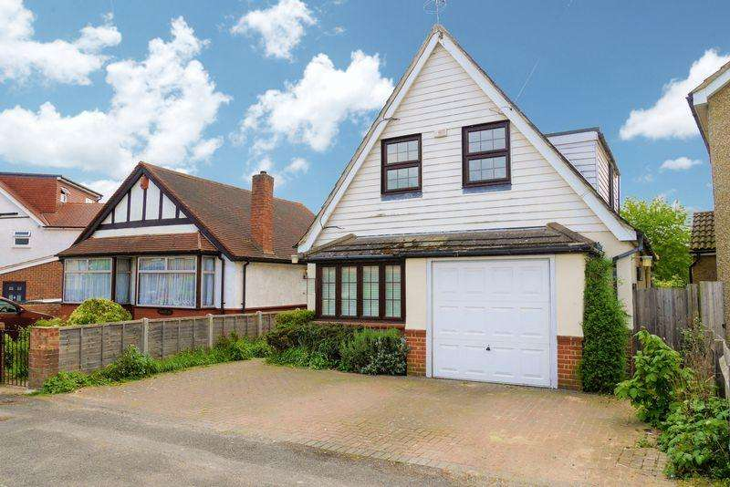 4 Bedrooms Detached House for sale in Off Upton Court Road - EAST SLOUGH