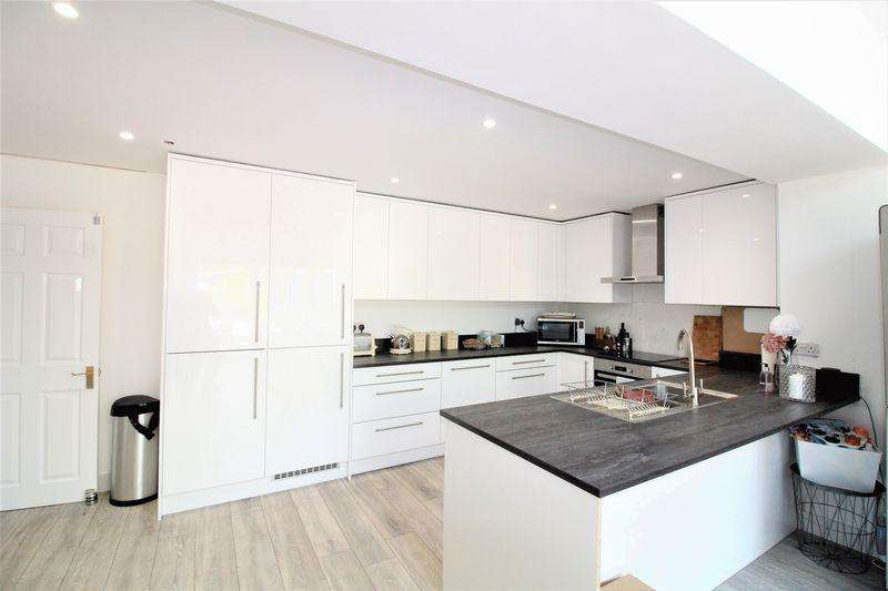 3 Bedrooms End Of Terrace House for sale in Beautiful Extended Home On Loring Road, Dunstable