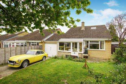 2 Bedrooms Bungalow for sale in Paynes Meadow, Whitminster, Gloucester, Gloucestershire
