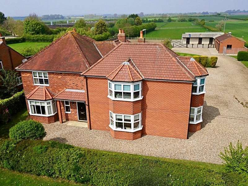5 Bedrooms Detached House for sale in North Townside Road, North Frodingham, Driffield, East Yorkshire, YO25