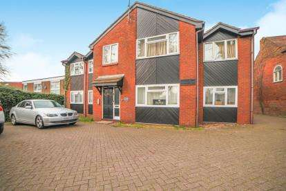 1 Bedroom Flat for sale in Beechwood Court, 572 Dunstable Road, Luton, Bedfordshire