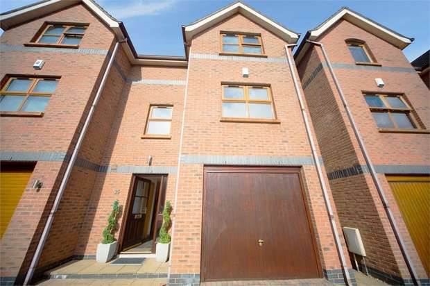 4 Bedrooms Semi Detached House for sale in Meadowbank, Carrickfergus, County Antrim