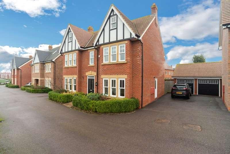 5 Bedrooms Property for sale in Gleneagles Close, Bedford, Bedfordshire, MK40